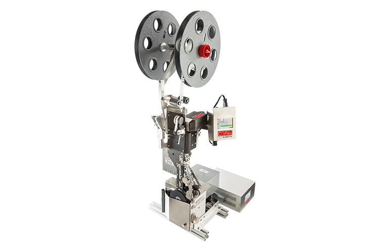The Squid Ink 905 Series with Kwik Lok 872 or 893 automatic bag closure machine for bakery applications